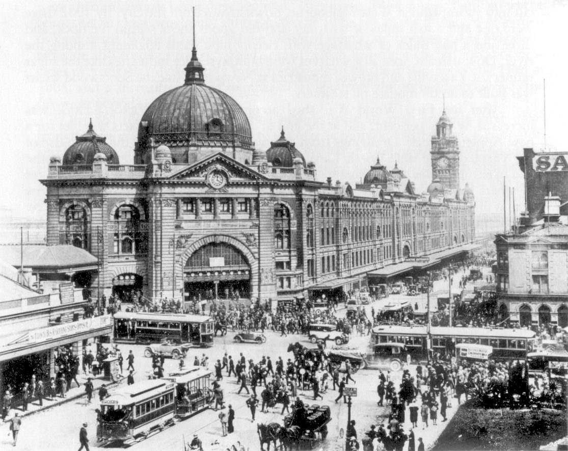 Swanston_and_Flinders_St_intersection_1927